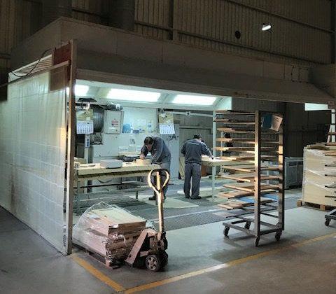 Zona de preparación y aspiración de polvo con techo de impulsión. - image